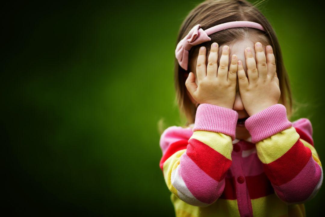 Стеснительный ребенок - как преодолеть и что делать при появлении стеснительности